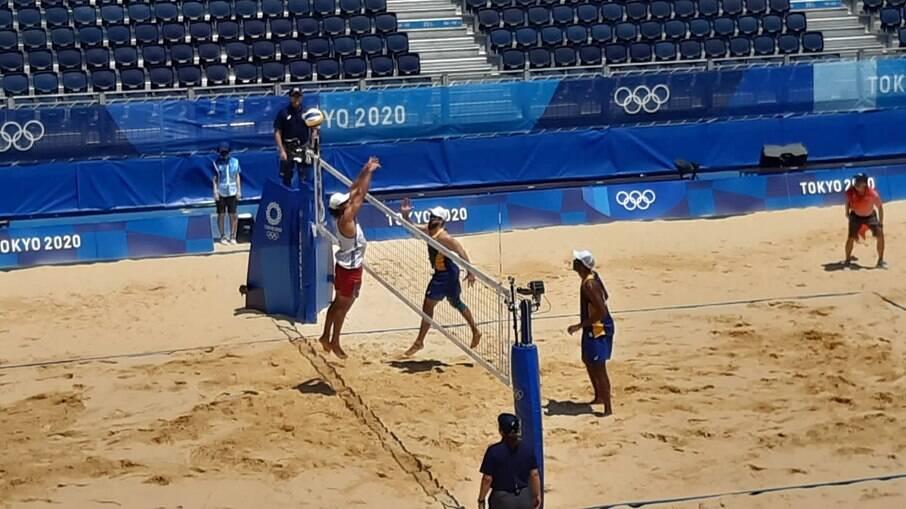 Evandro e Bruno Schmidt estreiam com vitória nas Olimpíadas