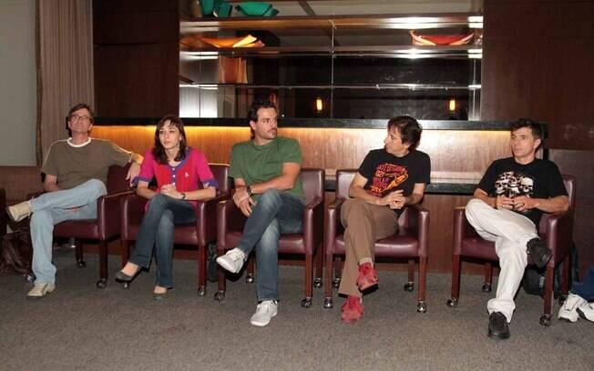 Rodrigo Lombardi e seus colegas de elenco da peça