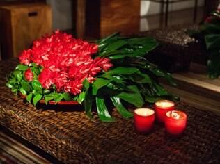 Velas aromáticas e arranjos florais transformam o clima dos ambientes