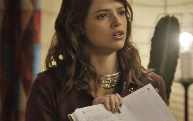 Camila lê seu diário e tem um choque ao descobrir o culpado pelo seu acidente