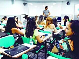 Preparação. Brasileiros estão estudando antes de entrarem no mercado de trabalho