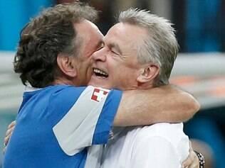 Ottmar Hitzfeld comemorou vitória sobre os hondurenhos, que colocou a seleção na próxima fase