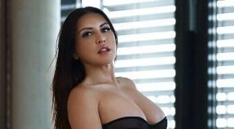 Modelo diz que recebeu proposta de R$ 139 mil por lingerie usada