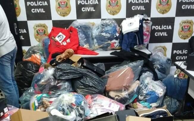 Polícia apreende milhares de peças de roupas sem nota no Campo Belo