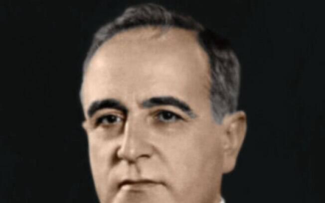 Faz parte da biografia de Aranha a presença constante ao lado de Getúlio Vargas, quando surgiu como articulador principal da Revolução de 1930