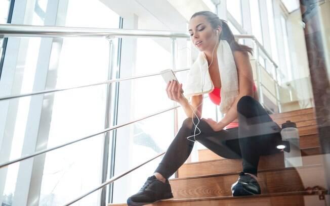 A escada pode ser uma ótima aliada nos treinos em casa