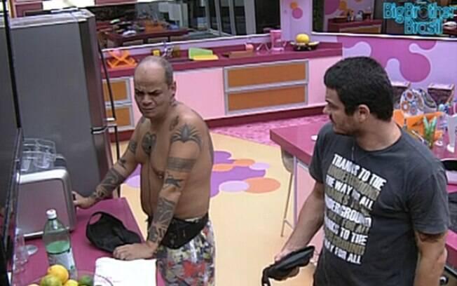 Rafa e João Carvalho especulam a respeito do Big Fone