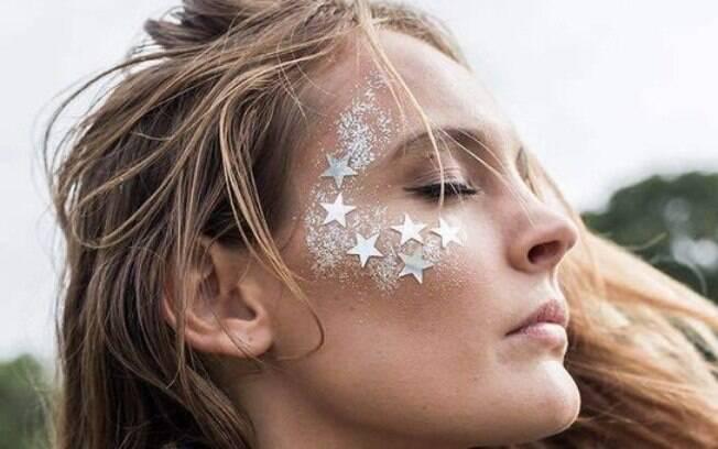Inclua estrelas na maquiagem e deixe o look mais especial