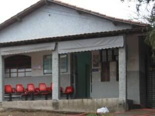 Pacientes estão em farmácia devido à falta de estrutura da UBS Bandeirinhas