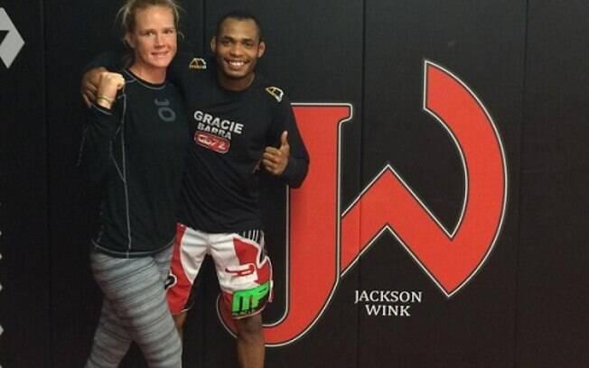 Treinador de ex-campe do UFC, brasileiro  preso nos EUA acusado de estupro