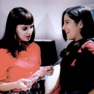Maria de Fátima (Glória Pires) faz amizade com Solange Duprat (Lídia Brondi) e rouba seu noivo