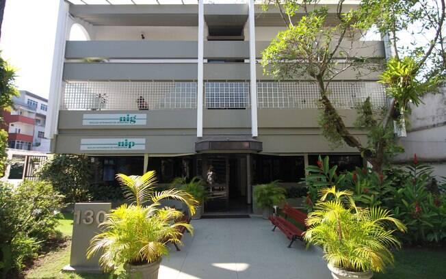 Fachada principal da clínica, na Barra da Tijuca