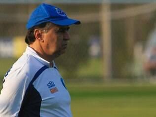 Marcelo Oliveira quis esconder o jogo, mas acabou revelando equipe que encara o Flu
