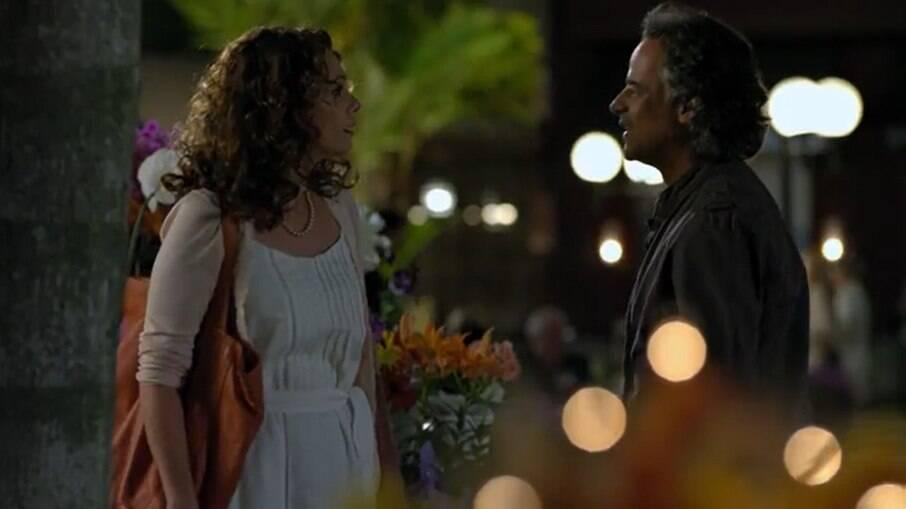 Dora volta para Porto Alegre e conversa com Marcos