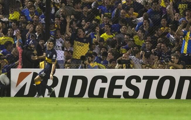 Nicolas Blandi comemora após abrir o placar  para o Boca Juniors diante do Corinthians na  Bombonera