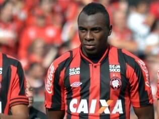 Manoel chegou às categorias de base do Atlético Paranaense em 2006 e fez sua estreia no time profissional em 2009