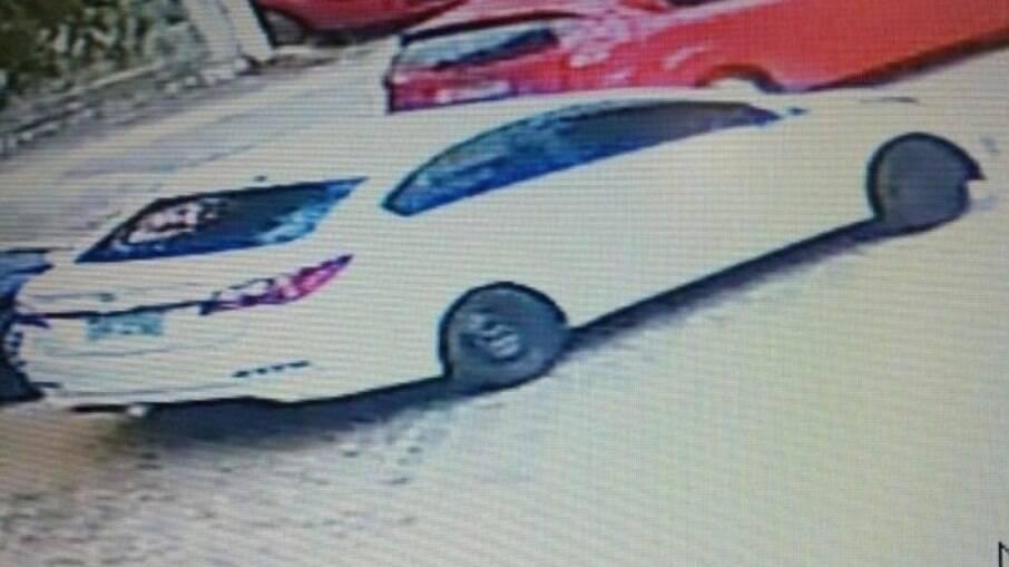 Suspeitos do crime fugiram em um carro HB20 branco