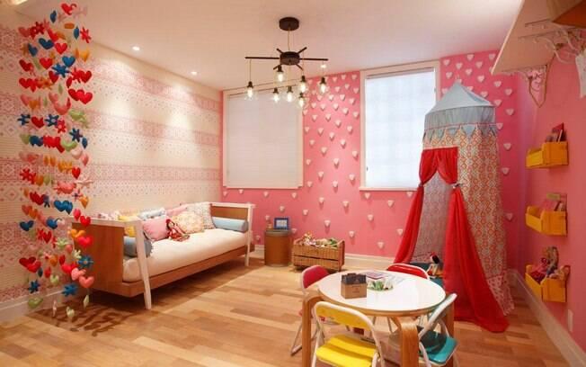 decoracao de interiores artesanal:de Mayumi Yamagata apresenta caixas de madeira, cortina artesanal