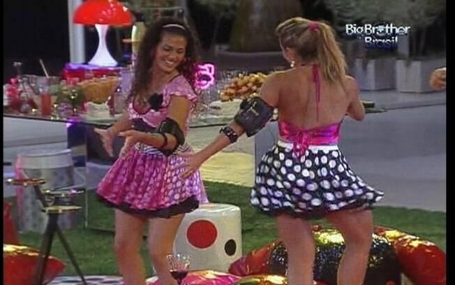 Espanhola cai no samba durante a Festa Estúpido Cupido