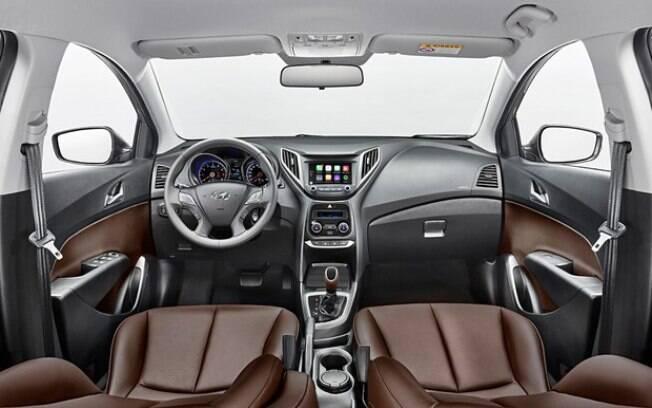 Hyundai HB20 já precisa de mais mudanças e tem interior um pouco mais antiquado que o do Toyota Yaris