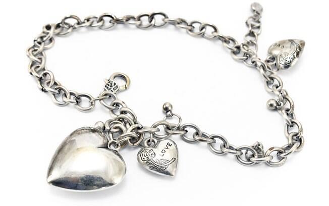 Colar de prata: com alta do ouro, joalheiros aderem ao metal para tornar o mercado acessível. Foto: Thinkstock