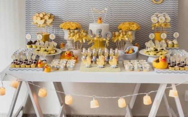 O chá de bebê é um evento onde os novos pais se reúnem com familiares e amigos para comemorar a chegada do bebê