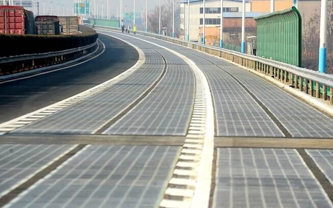 Estradas exclusivas para o carregamento de veículos elétricos começam a surgir em todo o mundo