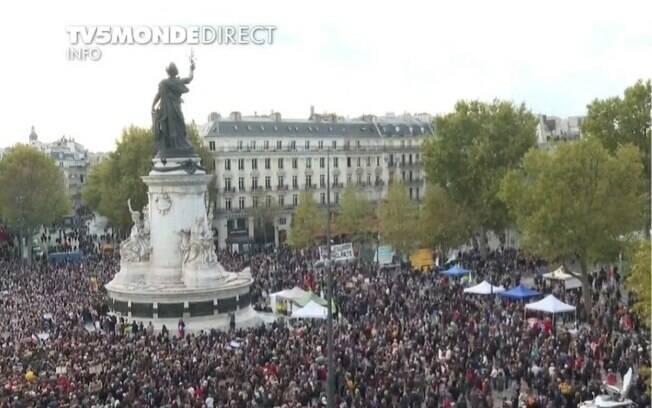 Manifestantes se reuniram na Praça da República