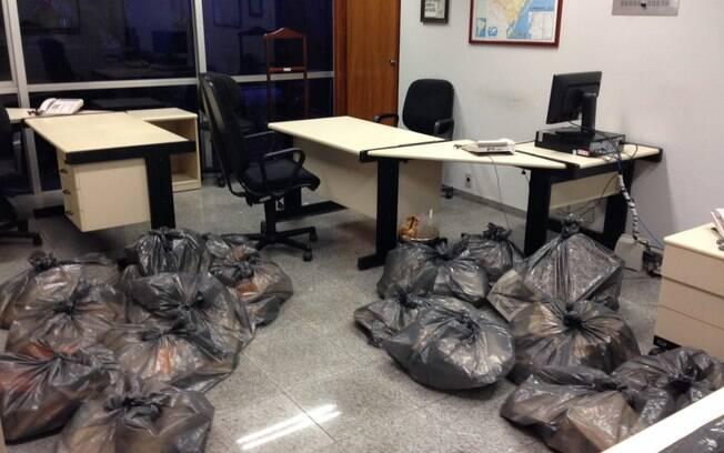 O gabinete ocupado pelo senador Pedro Simon logo antes da mudança