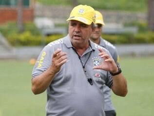 Com passagens por diversos clubes brasileiros, Vadão está tendo a primeira experiência no futebol feminino