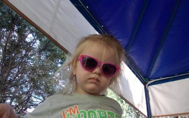 Arina Larkov, de 4 anos, viu os pais serem assassinados e depois foi morreu afogada dentro do veículo jogado no lago