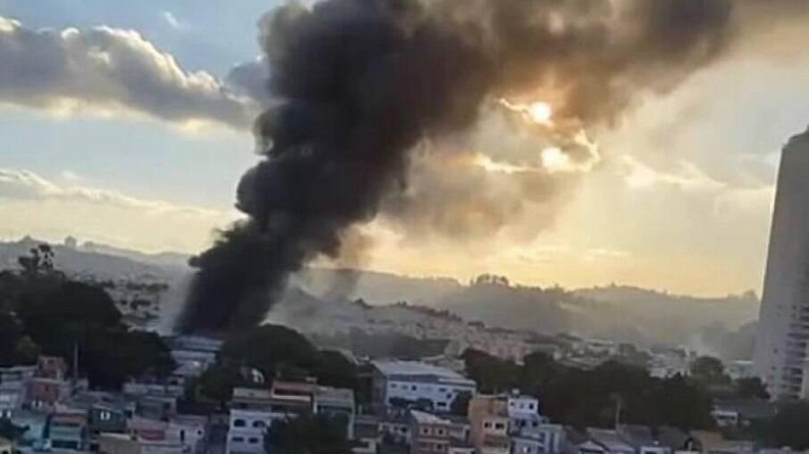 Incêndio na região metropolitana de SP atingiu galeria de obras artísticas
