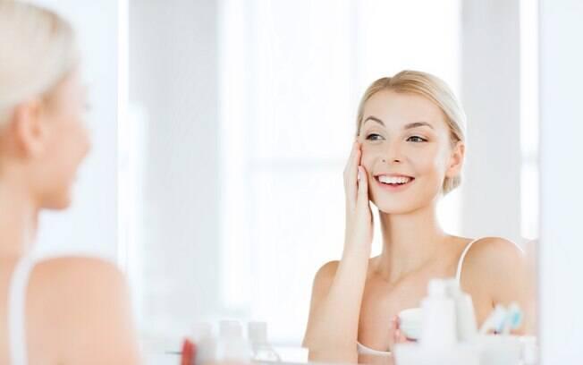 Uma pele saudável é um dos pilares para uma boa autoestima, ainda mais por causa do tempo investido no autocuidado