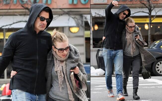 Scarlett Johansson foi fotografada pela primeira vez ao lado do novo namorado