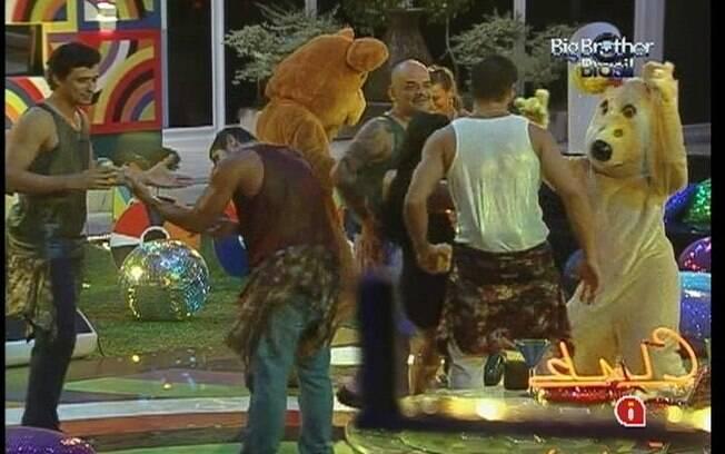 Brothers dançam com os ursinhos