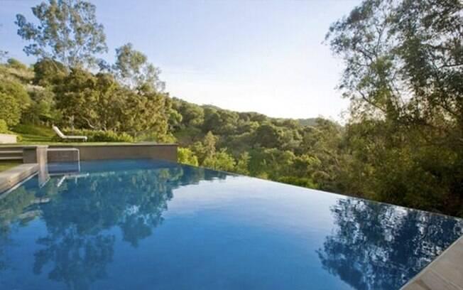 Além de tudo, há também uma piscina de bordas infinitas e vista para uma maravilhosa e relaxante paisagem