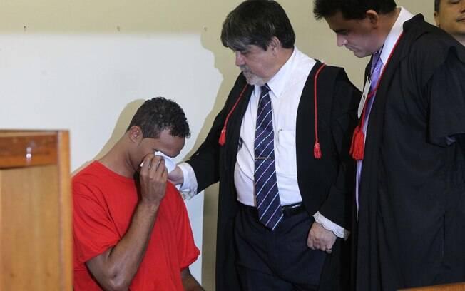 Bruno chora durante julgamento no Fórum de Contagem