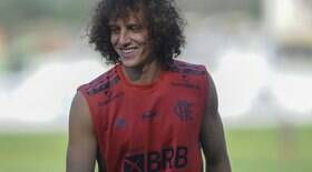 Prestes a estrear pelo Fla, David Luiz agita torcida na web