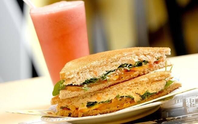 O sanduíche natural de atum também é muito comum e fácil de preparar