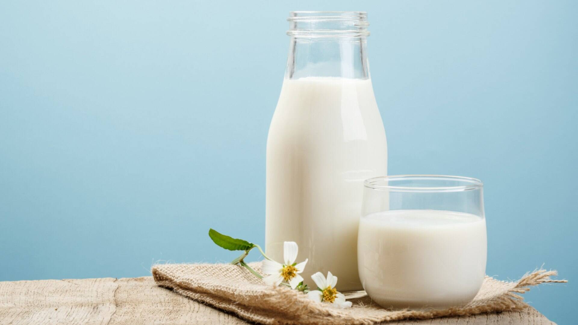 Resultado de imagem para Compressas de leite para hidratação do rosto e colo