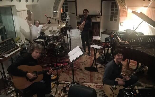 O agora quinteto escocês, Franz Ferdinand, lançará seu novo trabalho de estúdio em fevereiro de 2018