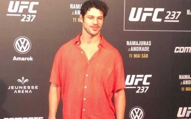 José Loreto apareceu sem aliança no UFC