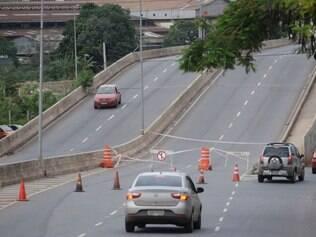 CIDADES - BELO HORIZONTE MG - BRASIL - 8.12.2014 - Viaduto entre Av Tito Fugencio e David Sarnoff em Belo Horizonte MG. Foto: Douglas Magno / O Tempo