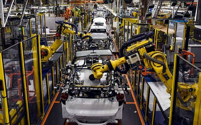 Linha de montagem da GM onde é produzido Chevrolet Tracker volta aos poucos a funcionar com uma série de novos procedimentos