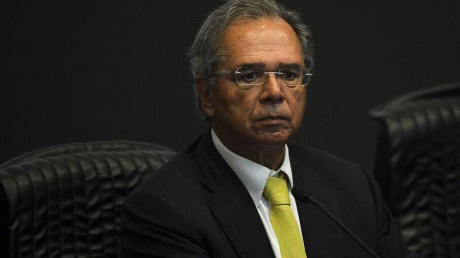 Brasileiros mandam e-mail até para Paulo Guedes cobrando auxílio emergencial
