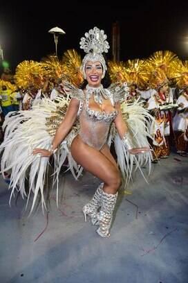 Cinthia Santos, rainha de bateria de Águia de Ouro . Foto: Leo Franco / AgNews