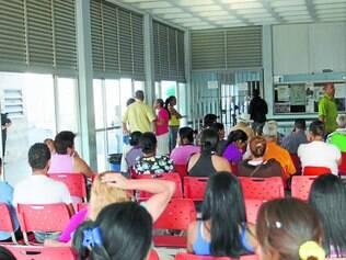 Caótico.  Na UAI do Teresópolis, pacientes esperaram mais de quatro horas para serem atendidos