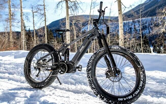 Jeep bike terá 750 w de potência e poderá rodar em torno de 65 km antes de ter que ser recarregada na tomada elétrica