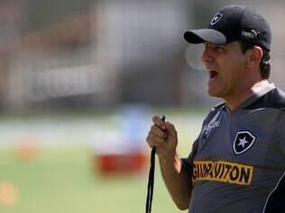 Eduardo Hungaro terá o seu primeiro clássico como treinador do Botafogo