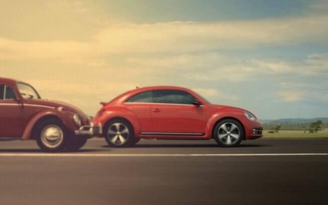 VW Fusca da nova geração ao lado da original, dos anos 60 . Foto: Divulgação